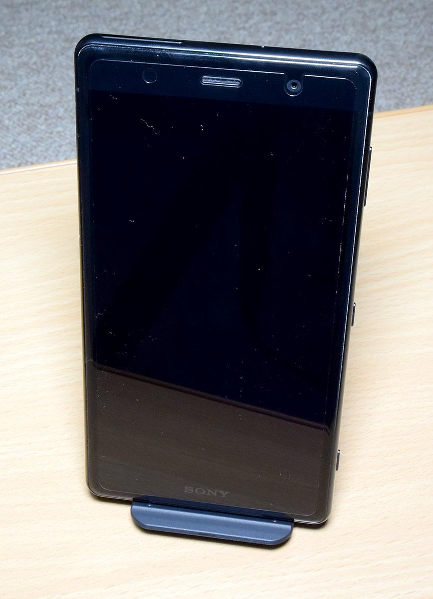 DOCOMO Xperia XZ2 Premium SO-04K (黒) (保護シート、SONY純正ワイヤレス充電器付)_画像6