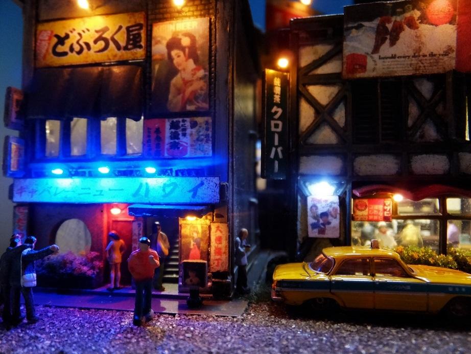 ◆1/150ジオラマ【昭和の情景】賑わう繁華街 LEDケース付◆ _画像3