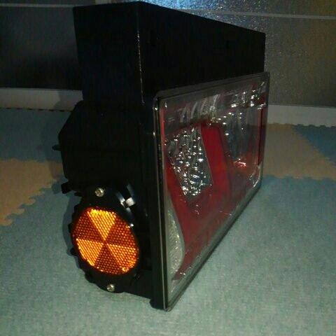 小糸製作所 LEDテールランプ 2連 左右セット_画像4