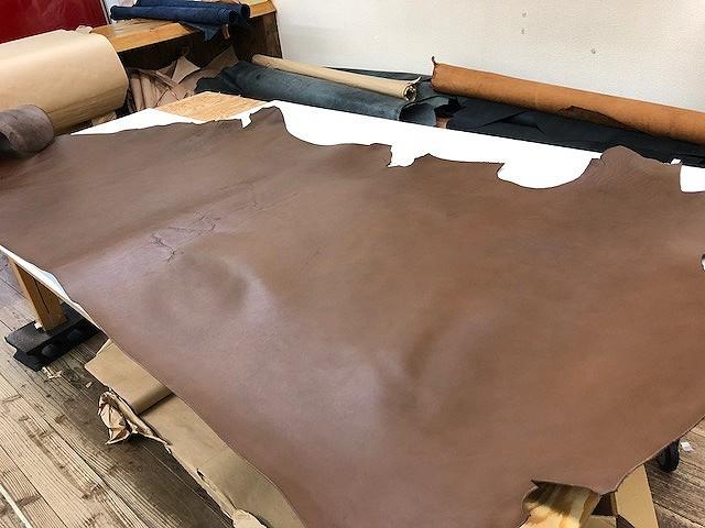 ◆約4mm厚◆ 北米産ステア ヌメ革 チョコブラウン顔料 241ds/レザークラフト/牛革/ヌメ革/タンニンなめし/ハギレ/はぎれ
