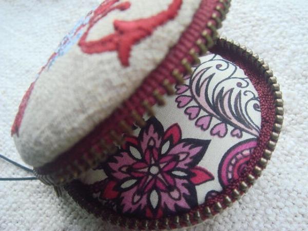 鍵とイニシャル H 刺繍 マカロン5cm コイン&アクセサリーケース ハンドメイド_画像4
