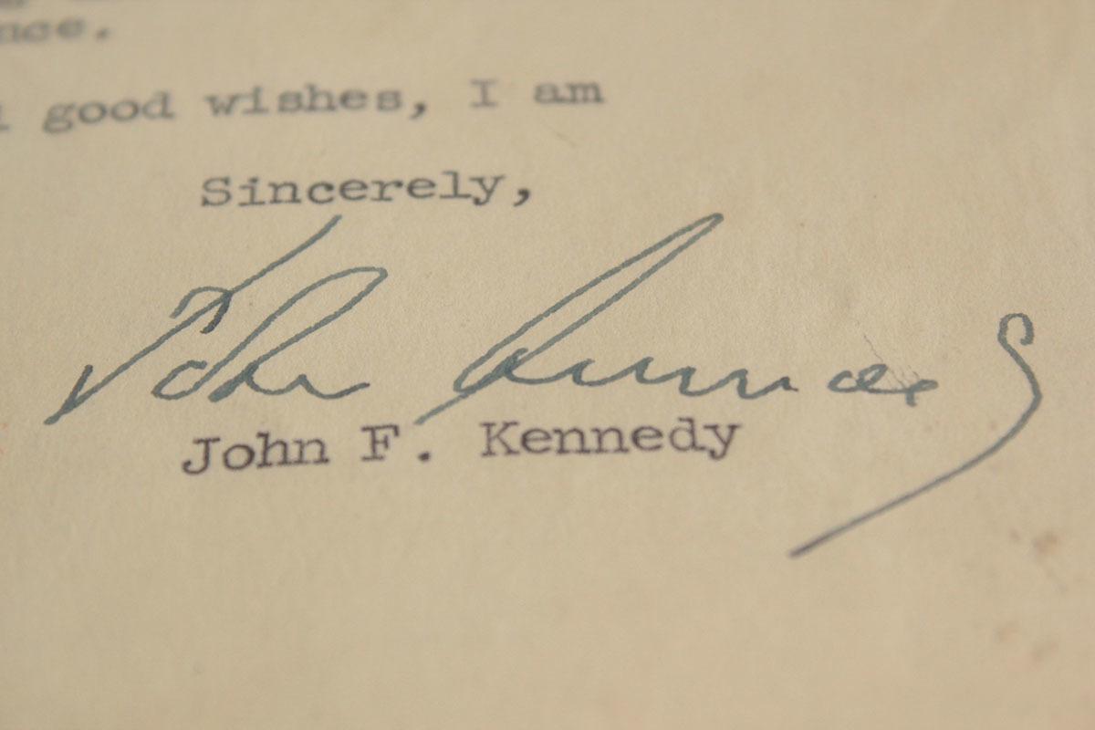 ジョン・F・ケネディ手紙 他5点一括 自筆署名書簡 肉筆サイン 大判ブロマイド 大統領選 上院議員 1960年 貴重資料 JFK ジャクリーン 兄弟_画像4
