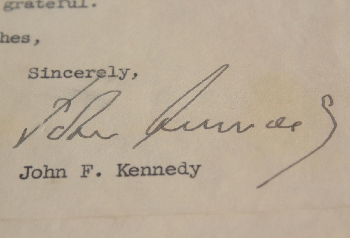 ジョン・F・ケネディ手紙 他5点一括 自筆署名書簡 肉筆サイン 大判ブロマイド 大統領選 上院議員 1960年 貴重資料 JFK ジャクリーン 兄弟_画像5