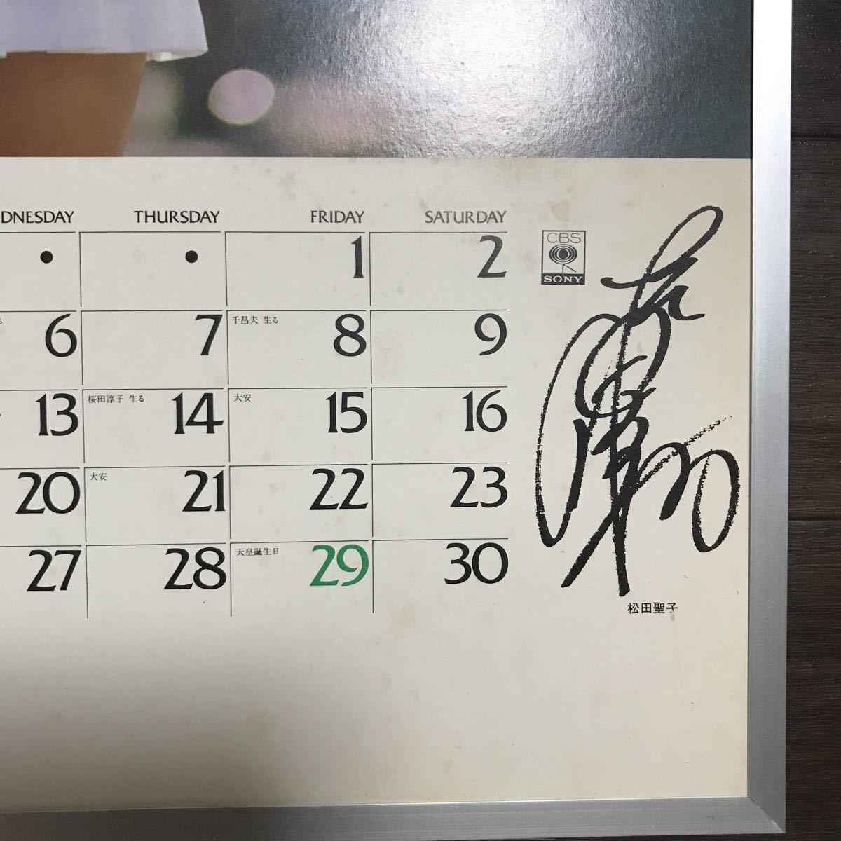 昭和 当時物 古いサイン人気歌手カレンダー篠山紀信ポスターパネル 吊り下げ式 額装 CBS SONY 松田聖子 サイズ52.3cm ×37cm程 店舗用品_画像3