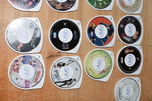 80/5C25★ジャンク PSP 本体 PSP-1000 2000 3000 ソフト まとめて大量セット_画像7