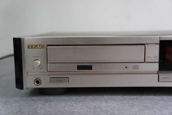 A122312G] TEAC CDプレーヤー ZD-7000 ジャンク_画像2