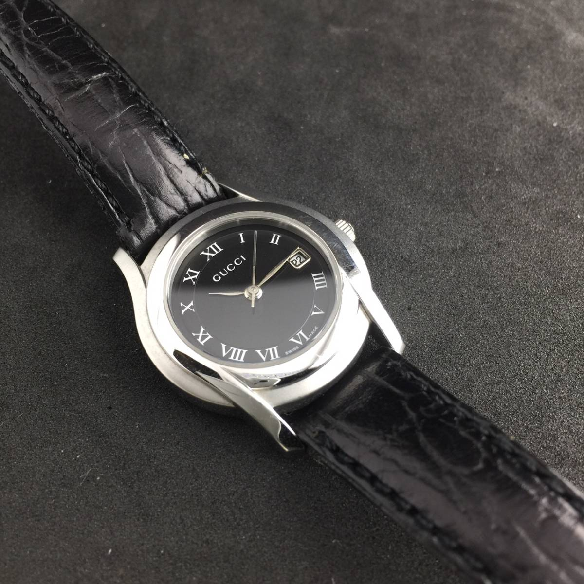 【1円~】GUCCI グッチ 腕時計 レディース 5500L デイト ローマン 黒文字盤 可動品_画像5