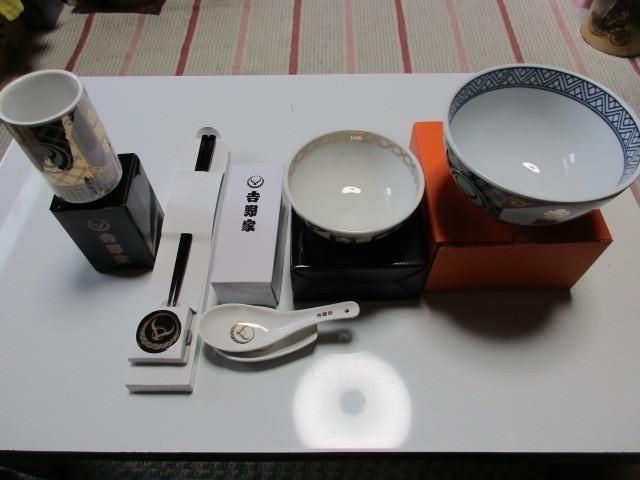 ★非売品吉野家丼ぶり、茶わん、湯飲み、レンゲセット,箸セット5点新品_画像2