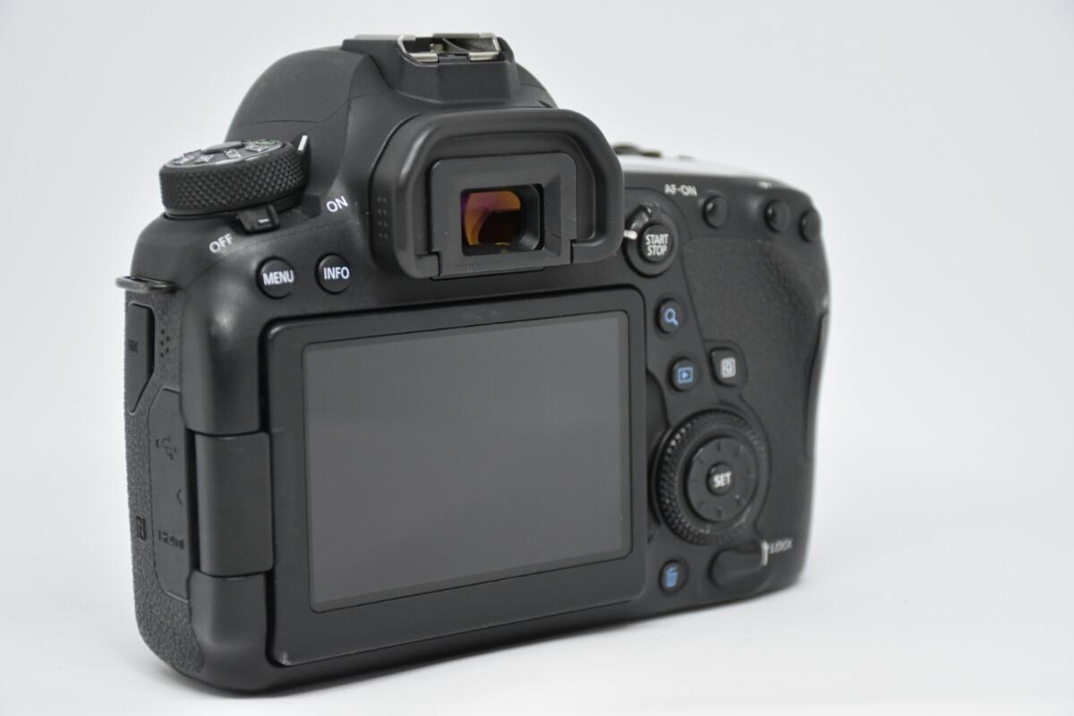 1円~Canon EOS 6D MARK2 ボディ 元箱付美品 最低落札価格なし_画像4