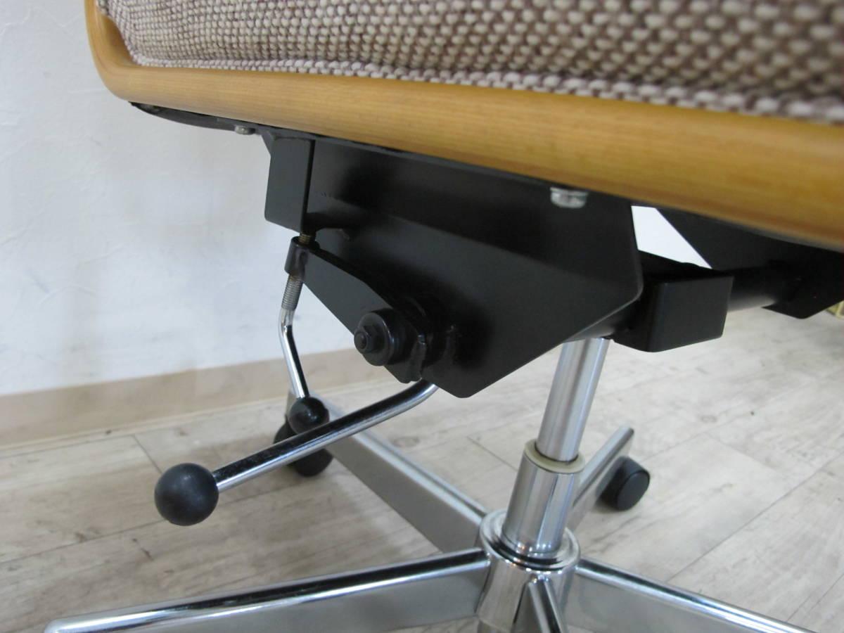 美品!高品質 カリモク karimoku デスクチェア 1脚 キャスター付 昇降式 書斎椅子 学習イス 布張り_画像5