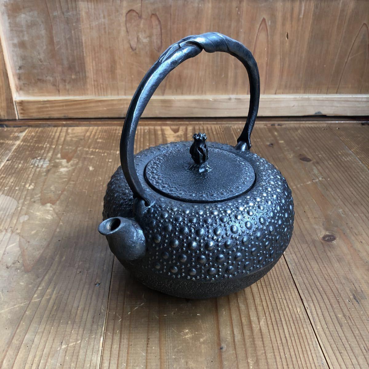 古い 南部鉄器 南部鉄瓶 岩鋳 亀甲模様 捻り持ち手 虫喰い摘み 湯沸かし 煎茶道具 _画像9