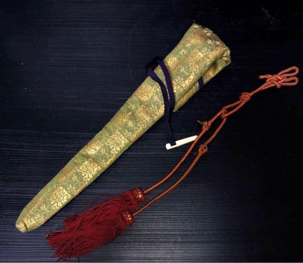 赤いフサの紐は木箱の紐です