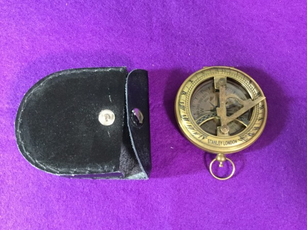 ykbd/1900618/l51/p60/Y/3★コンパス① 英国 アンティークコンパス スタンレー stanley 羅針盤 ケース付き 日時計