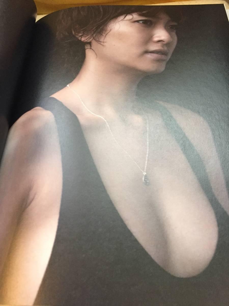 モデル、女優、人妻母親、長身、榮倉奈々ラスト帯付き写真集です。直筆サイン入り。_画像3