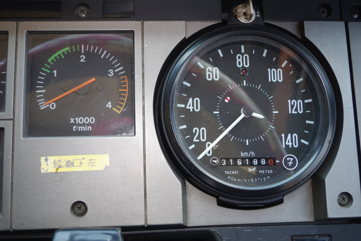 希少車、 H2年日野ブルーリボン9mサロンバス 走行約32万キロ RU192_走行距離は約32万キロになります。