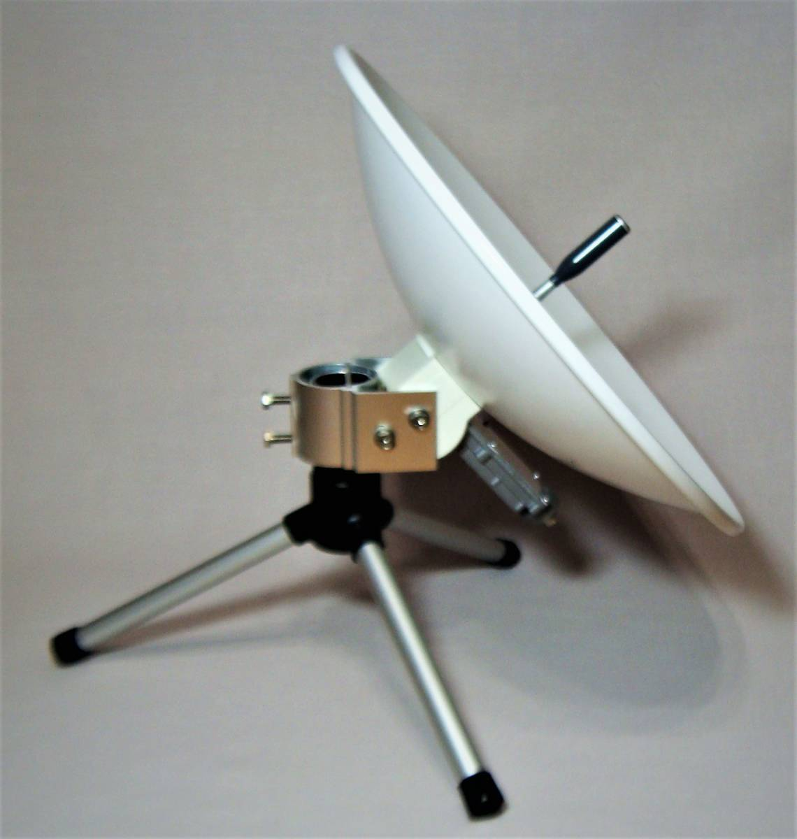 TDK センターフィード型BSアンテナ BS-TA352・三脚・同軸ケーブル付(美品) _画像2