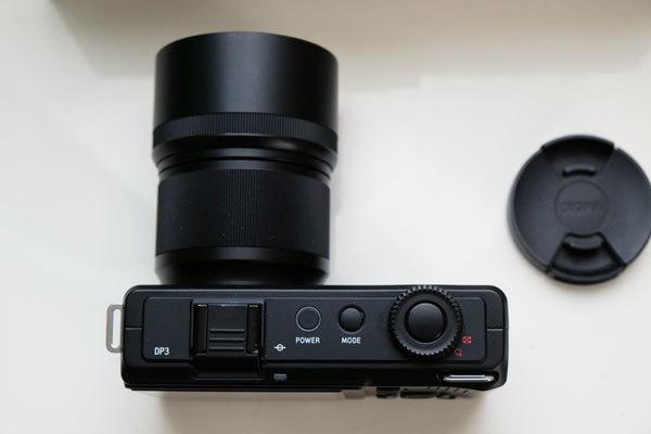 ★美品: Sigma DP3 Merrill レンズフード(LH3-01)及び バッテリー2個付属_画像4