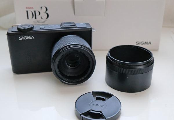 ★美品: Sigma DP3 Merrill レンズフード(LH3-01)及び バッテリー2個付属_画像2