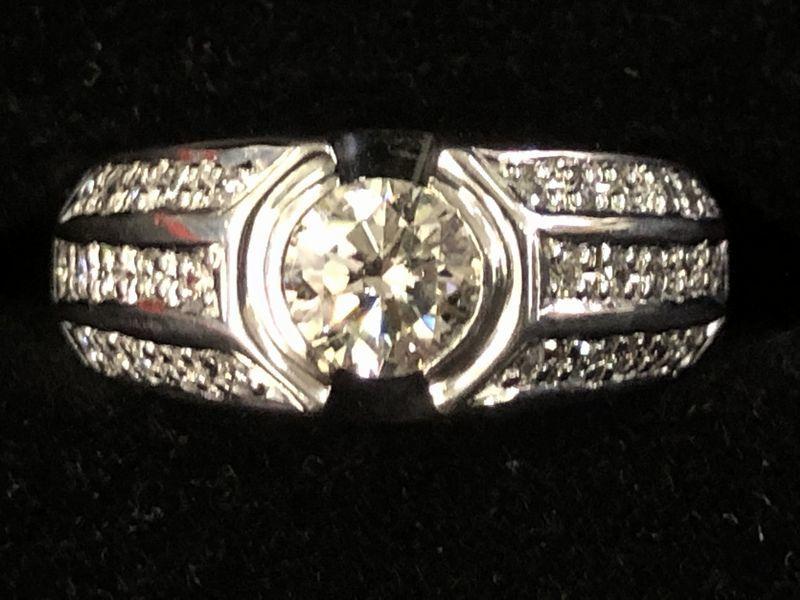 女性用 指輪 総重量:約9.4g Pt900 プラチナリング 13号 ダイヤモンド ダイヤ1石 0.605ct+30石合計0.26ct 鑑別書付き_画像1