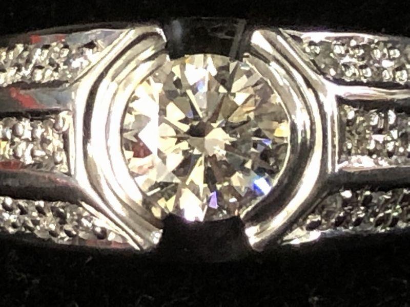 女性用 指輪 総重量:約9.4g Pt900 プラチナリング 13号 ダイヤモンド ダイヤ1石 0.605ct+30石合計0.26ct 鑑別書付き_画像2
