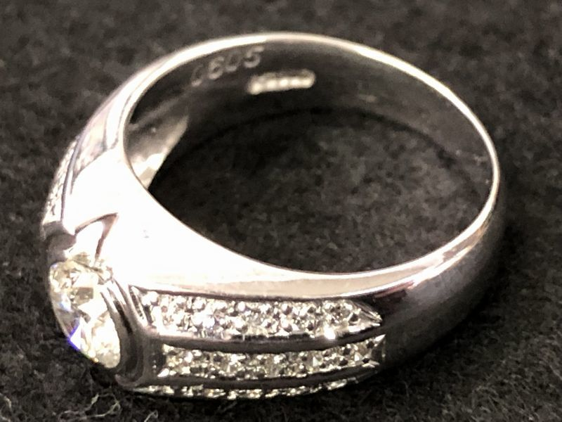 女性用 指輪 総重量:約9.4g Pt900 プラチナリング 13号 ダイヤモンド ダイヤ1石 0.605ct+30石合計0.26ct 鑑別書付き_画像3
