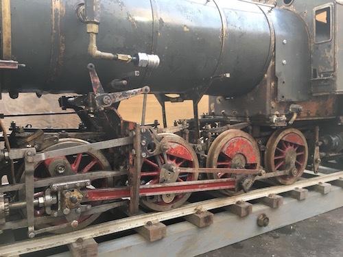 W80 ライブスチーム K 411 小栗車輌 製造 蒸気機関車 5インチゲージ 乗用 古鈴 芹香鉄道 台車付 機関車 SL ジャンク品_画像6
