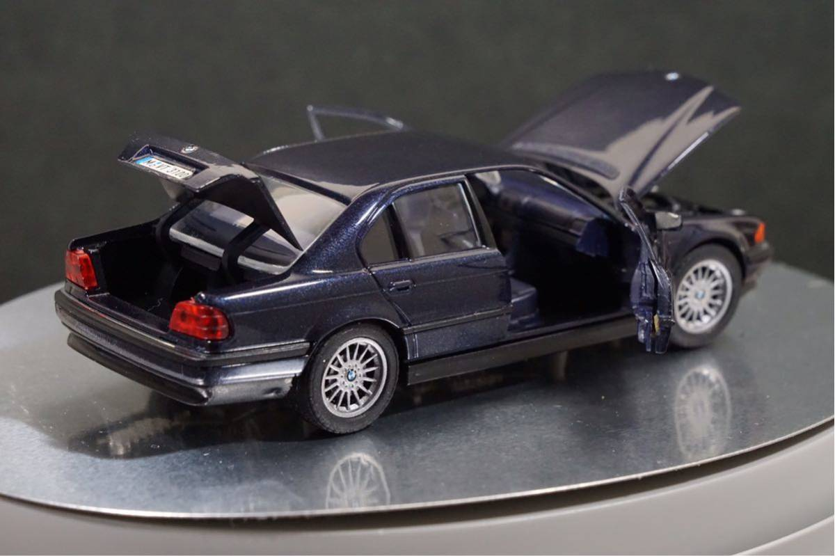 中古品 1/43 希少!BMWディーラー特注品!BMW 7er E38 7シリーズ ドア、ボンネット、トランク開閉 カタログナンバー80429422181_画像4