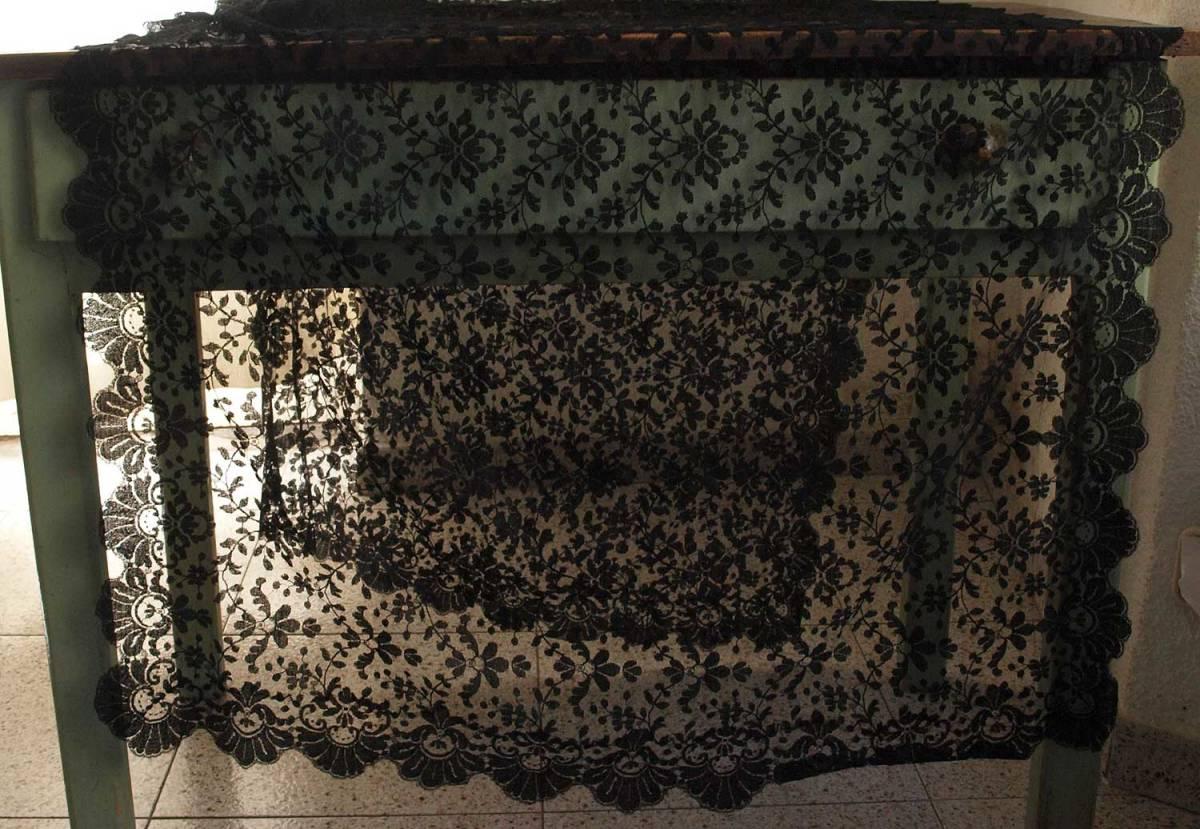 刺繍レース ブラックレースショール200cm×92cmチュール 時代衣装 古布 襤褸 ゴシックテキスタイル ヴィンテージ アンティーク/G351_画像3