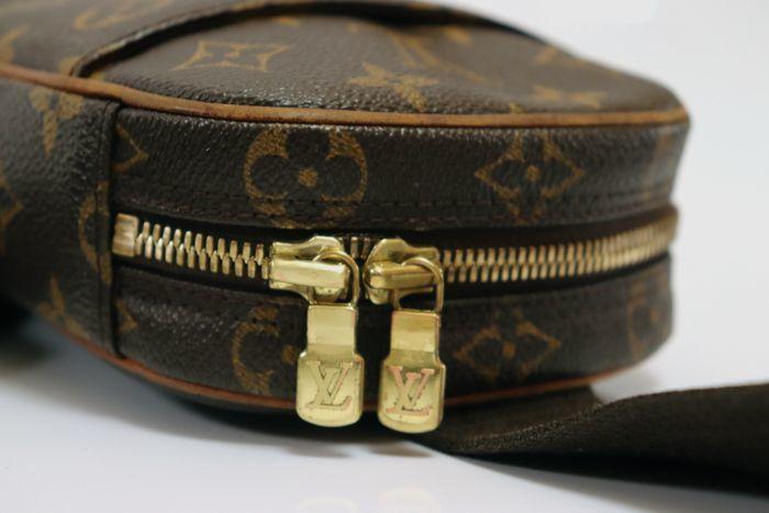 【極美品】ルイヴィトン Louis Vuitton  ポシェットガンジュ ウエストポーチ  ボディバッグ  斜め掛け 定価約13万円 _画像6