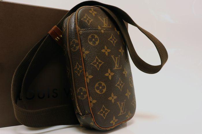 【極美品】ルイヴィトン Louis Vuitton  ポシェットガンジュ ウエストポーチ  ボディバッグ  斜め掛け 定価約13万円 _画像2