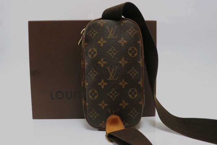 【極美品】ルイヴィトン Louis Vuitton  ポシェットガンジュ ウエストポーチ  ボディバッグ  斜め掛け 定価約13万円 _画像3