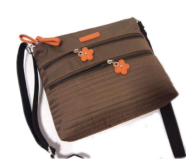 軽い 斜め掛け ショルダーバッグ レディース ブラウン 新品 ニコレッタモレッティ ナイロン たくさん入る ポケット多い 薄い かばん 鞄_画像5