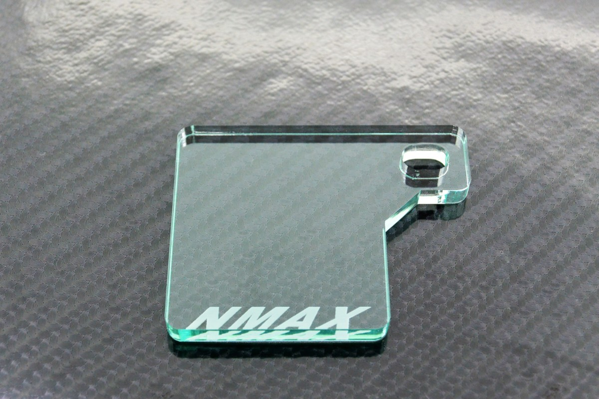 送料無料 J-43-1 NMAX ガラス調 厚さ5㎜ アクリル製 オリジナル 自賠責 ステッカー プレート NMAX 125_画像2