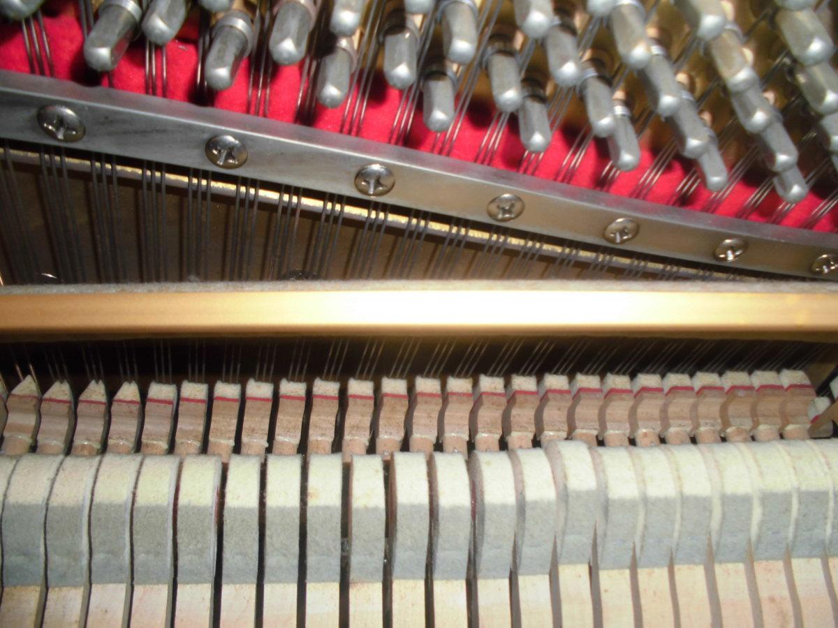 グロスコールマン 大成ピアノ製 国産品 黒塗り美品 中級機種 作りの良い使用頻度の少ない美品です。_使用頻度は少なくハンマー等摩耗無し