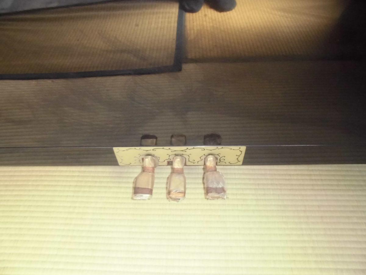 グロスコールマン 大成ピアノ製 国産品 黒塗り美品 中級機種 作りの良い使用頻度の少ない美品です。_お求め時のままペタルにはカバーが付いて
