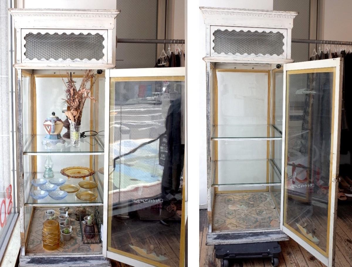 ○戦前アンティークショーケース 可愛い波型の白い枠・貴重な模様ガラスの飾り棚 照明つき 古道具のgplus 広島 1906i _画像6