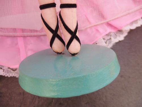 691261s【サイズB】昭和レトロ ドレスを着た女の子 ポーズ人形/H52cm/中古品_画像9