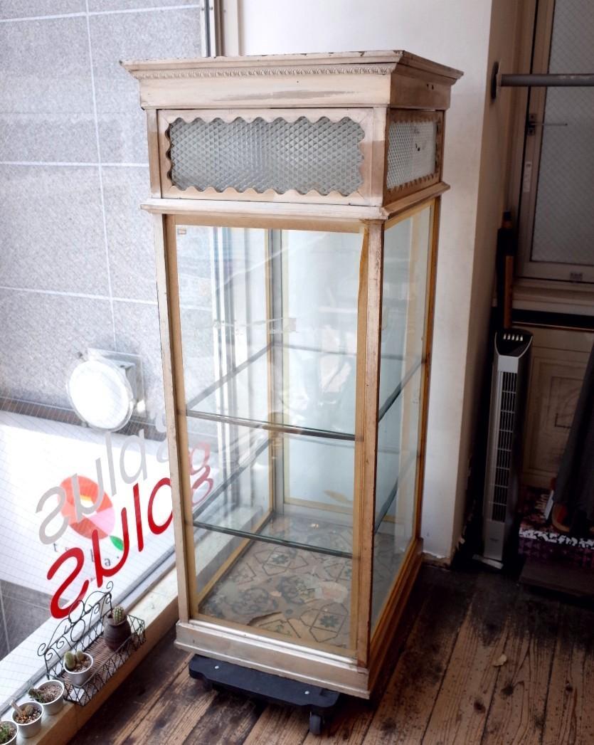 ○戦前アンティークショーケース 可愛い波型の白い枠・貴重な模様ガラスの飾り棚 照明つき 古道具のgplus 広島 1906i _画像3