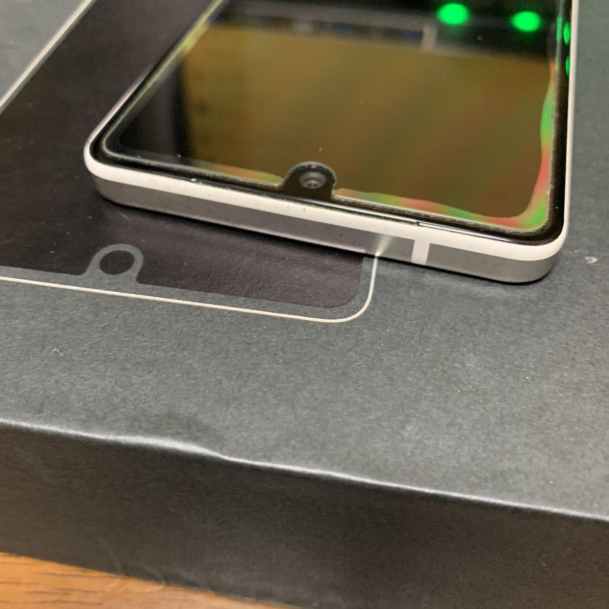 【送料無料・美品】Essential Phone PH-1 SIMフリー版 128 GB / Pure White ピュアホワイト 新品ガラスフィルム付き_画像4