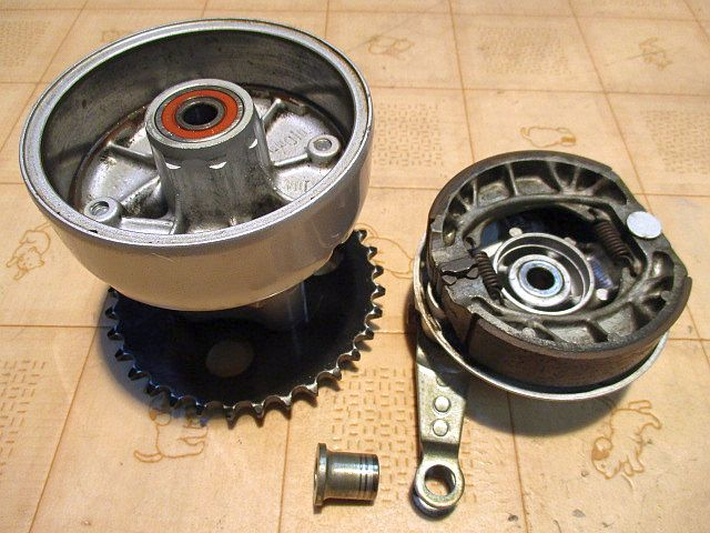 非常に綺麗な モンキーゴリラ ドラムブレーキ用リアハブ&ブレーキパネル&ブレーキアーム&33丁スプロケットのフルセット_画像2