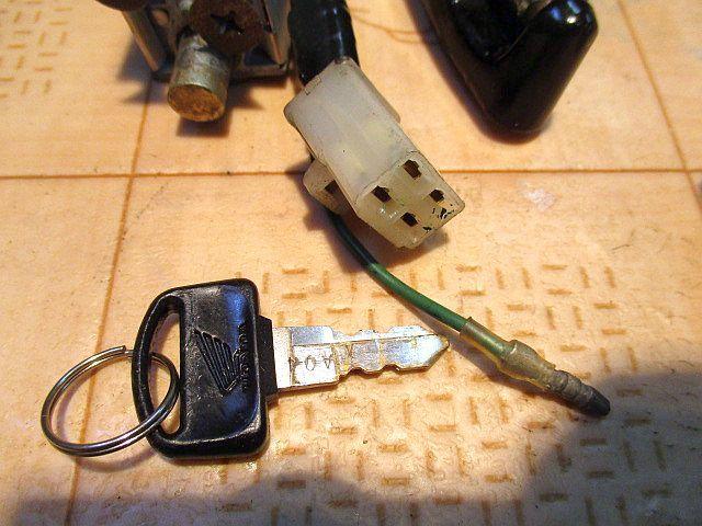 ホンダ純正6Vメインキーシリンダー&ハンドルロックシリンダー&ヘルメットホルダーシリンダー&カギのセット:モンキーカギ鍵_画像7