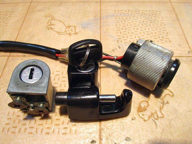 ホンダ純正6Vメインキーシリンダー&ハンドルロックシリンダー&ヘルメットホルダーシリンダー&カギのセット:モンキーカギ鍵_画像3