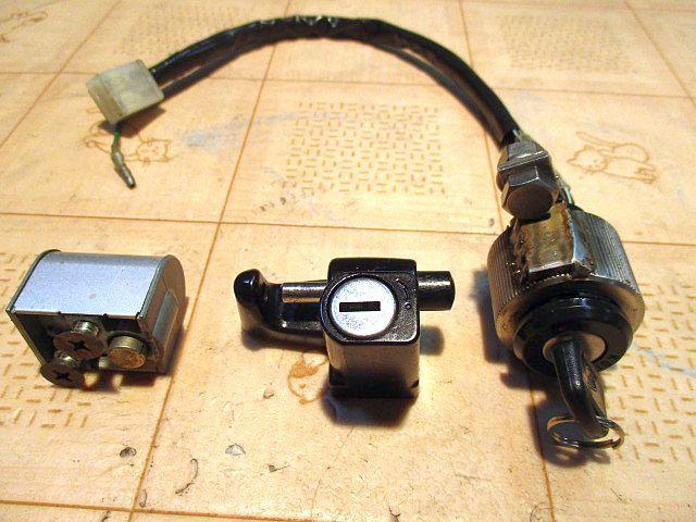 ホンダ純正6Vメインキーシリンダー&ハンドルロックシリンダー&ヘルメットホルダーシリンダー&カギのセット:モンキーカギ鍵_画像2