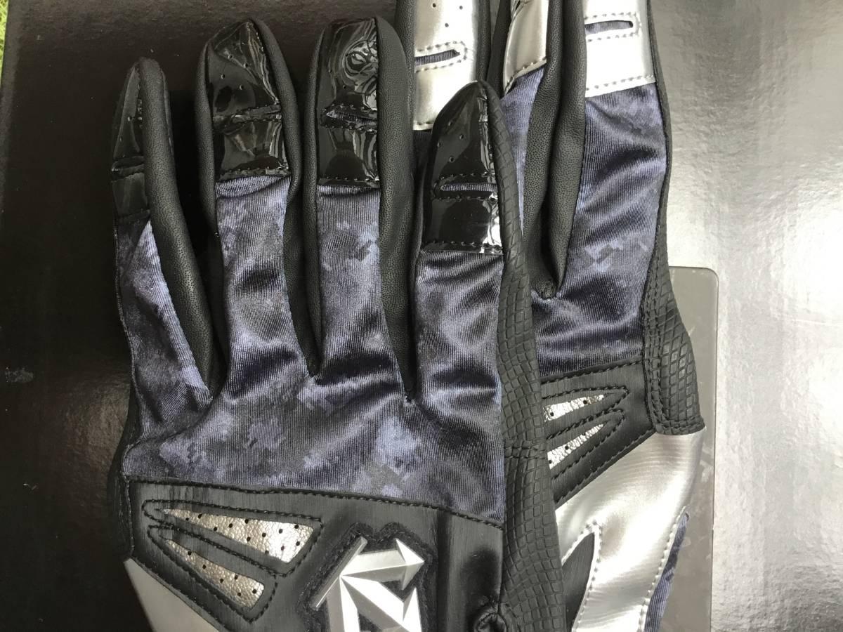 デサントの高品質バッティンググローブカラー ブラック/シルバー両手 L25-26cm(L)_画像3