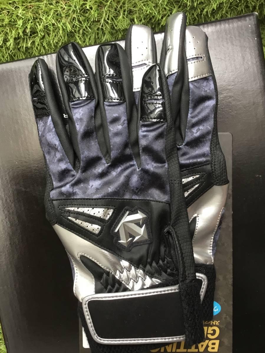 デサントの高品質バッティンググローブカラー ブラック/シルバー両手 L25-26cm(L)_両手で糸繋がりの新品未開封品です。