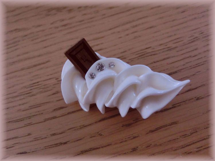 ★未使用品・Q-pot★チョコレート×ホイップクリーム ブローチ_画像3