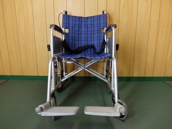 880●カワムラサイクル 介助式車いす 車椅子 KA16-40SB アルミ 介助用 低床 補助 福祉 介護 看護 医療 リハビリ_画像2