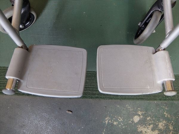 880●カワムラサイクル 介助式車いす 車椅子 KA16-40SB アルミ 介助用 低床 補助 福祉 介護 看護 医療 リハビリ_画像5