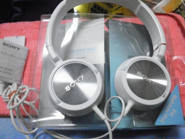 SONY CLOSED ON ERA HEAD PHONES RED MDR-ZX300_画像4