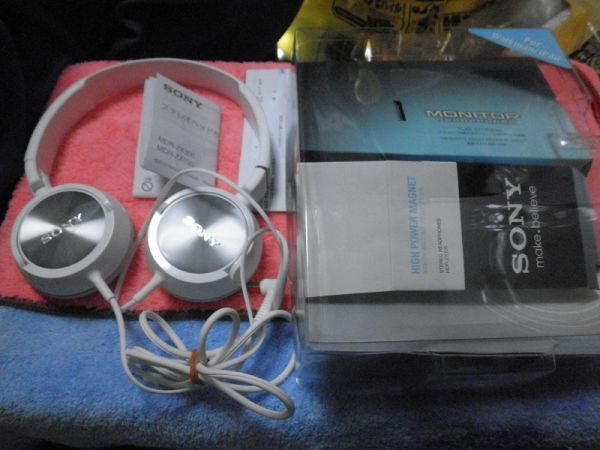 SONY CLOSED ON ERA HEAD PHONES RED MDR-ZX300_画像2